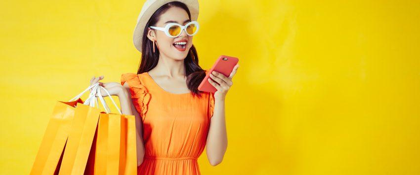 utente smart shopper che acquista online